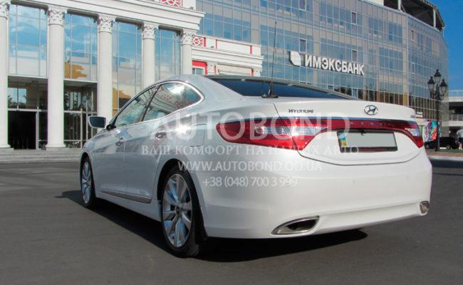 Hyundai_Azera_2013_white_2