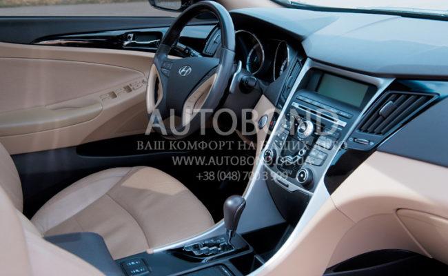 Hyundai_Sonata_2013_white_25
