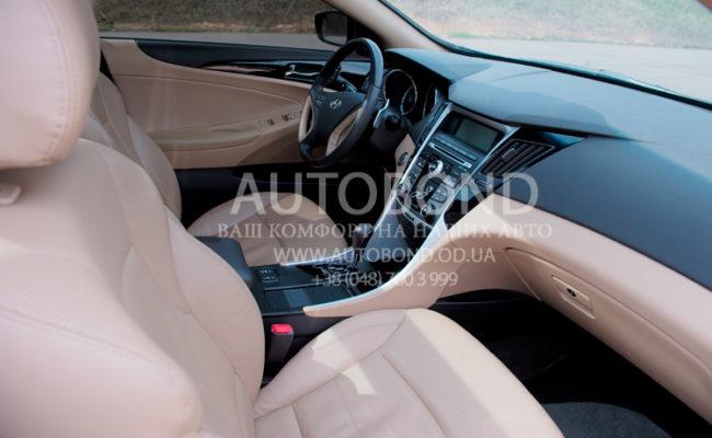 Hyundai_Sonata_2013_white_26
