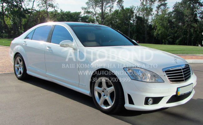 Mercedes_Benz_221_white_our_2