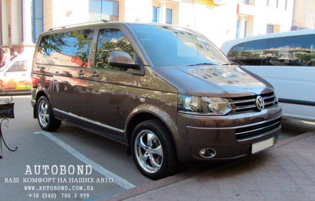 Volkswagen_Multivan_2011_1