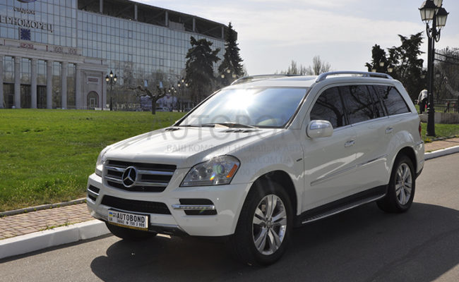 mercedes_benz_gl_white_21