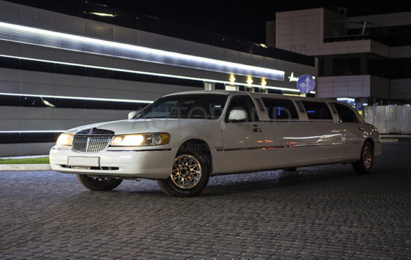 ПРОКАТ АВТО LINCOLN Town car LIMO white