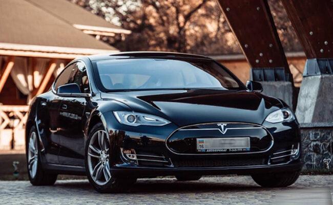 Tesla S85 1