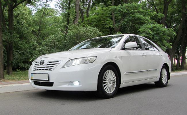 Toyota_Camry_white_5