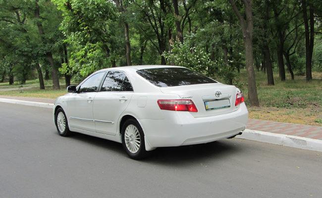 Toyota_Camry_white_6